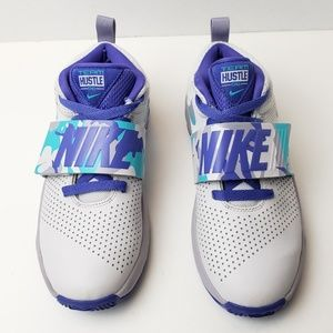 Nike Team Hustle D 8 Basketball Shoes